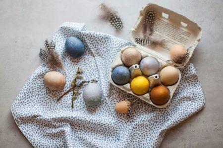 Färga ägg naturligt