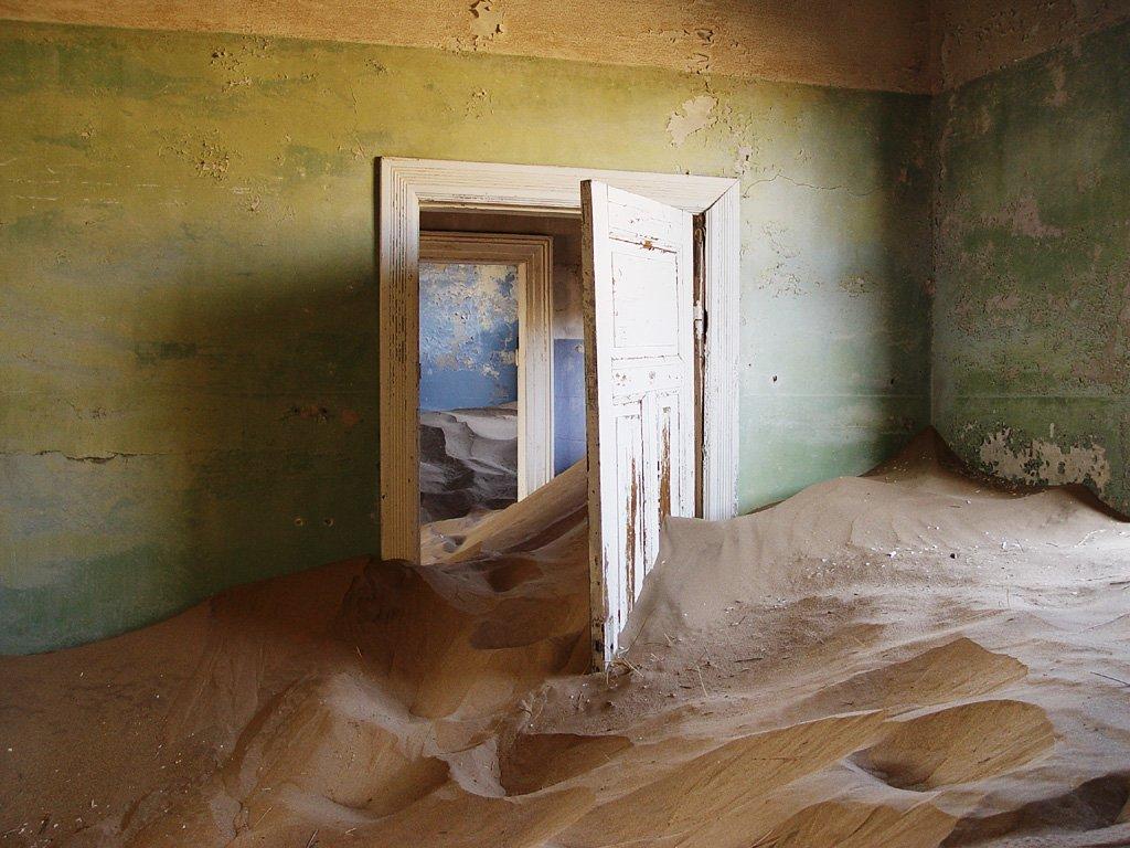 Övergiven spökstad i Namibia öken (1)