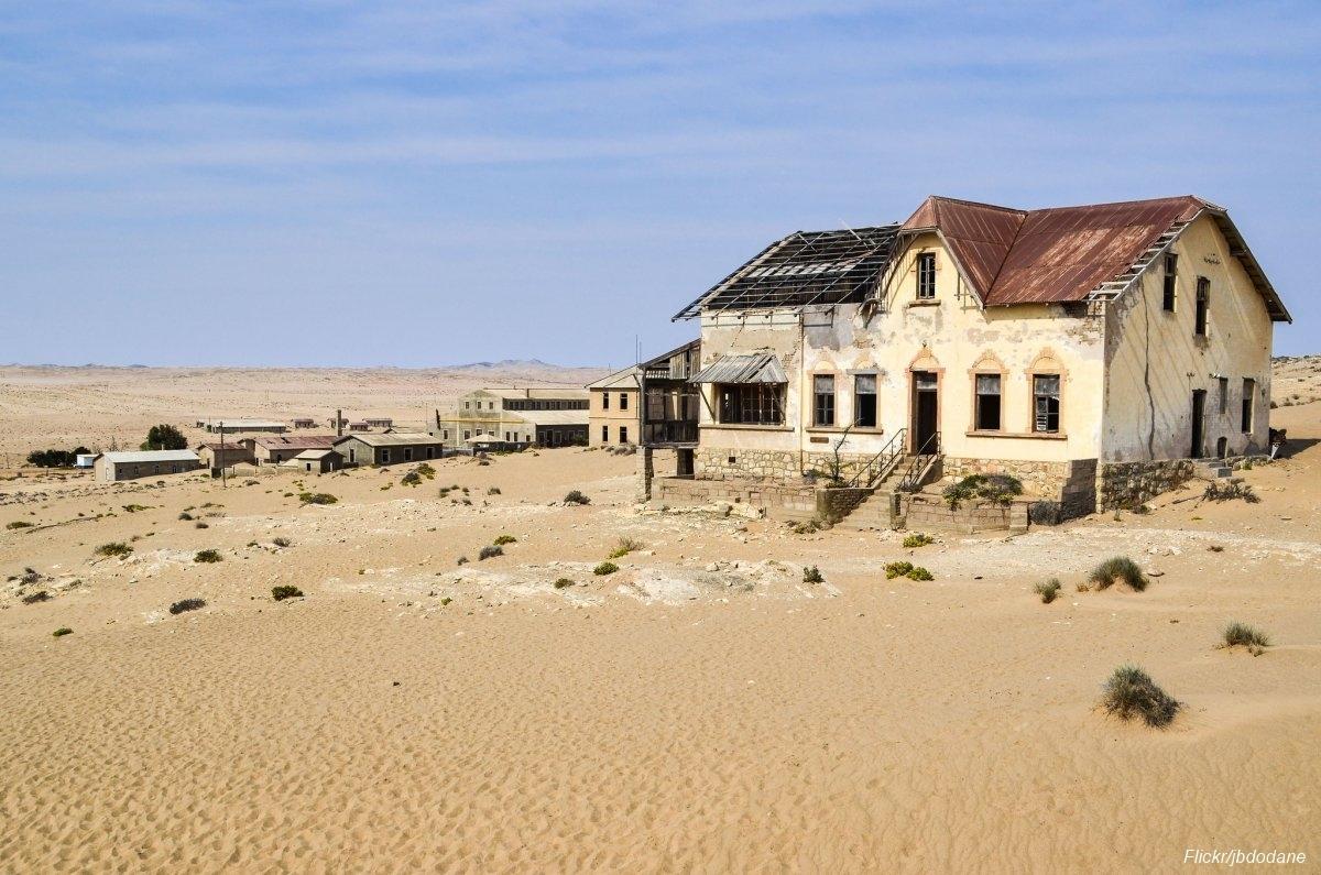 Övergiven spökstad i Namibia öken (10)