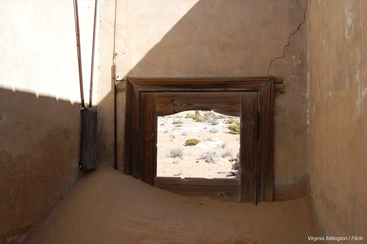 Övergiven spökstad i Namibia öken (17)