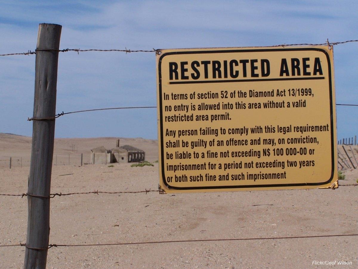Övergiven spökstad i Namibia öken (3)