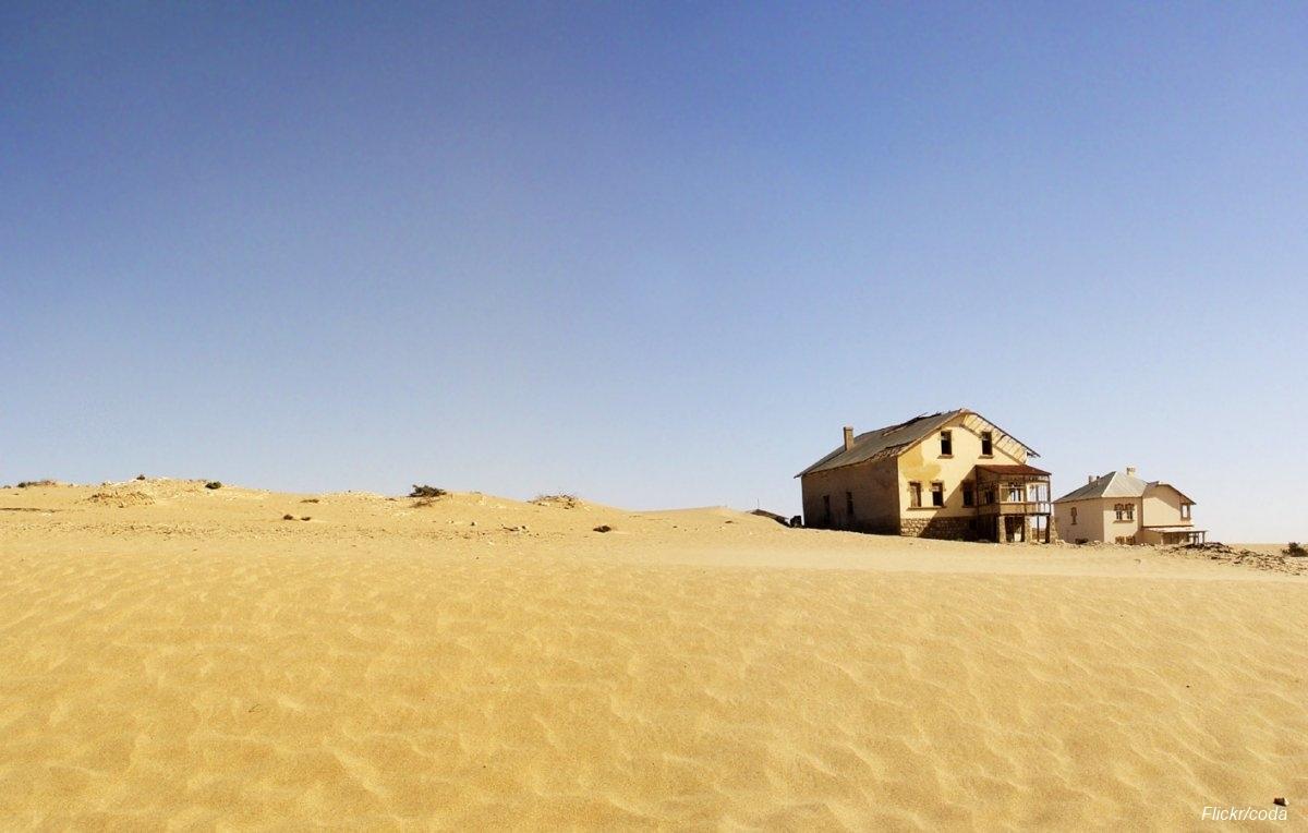Övergiven spökstad i Namibia öken (4)