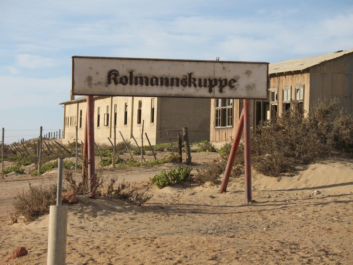 Övergiven spökstad i Namibia öken (5)