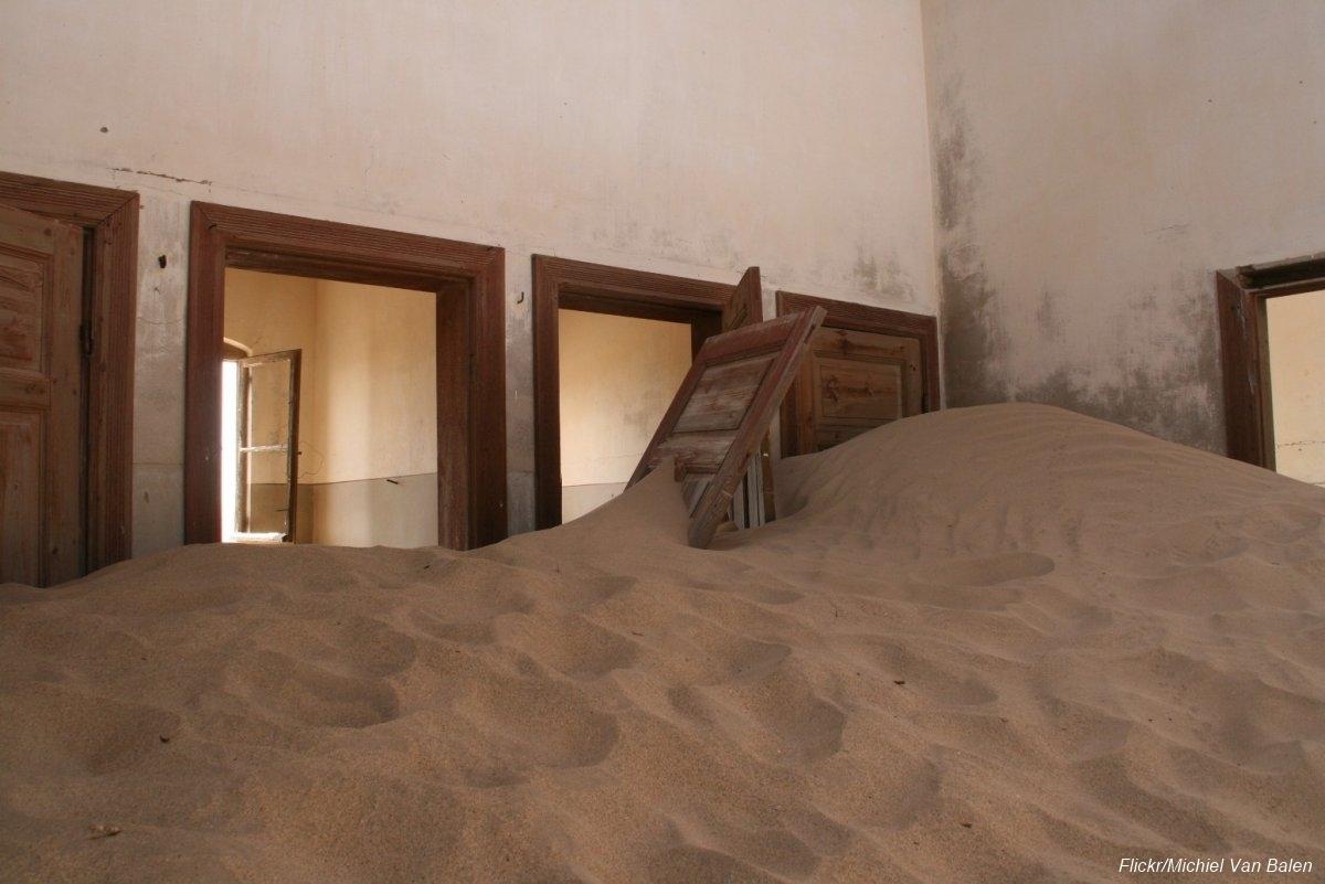 Övergiven spökstad i Namibia öken (9)